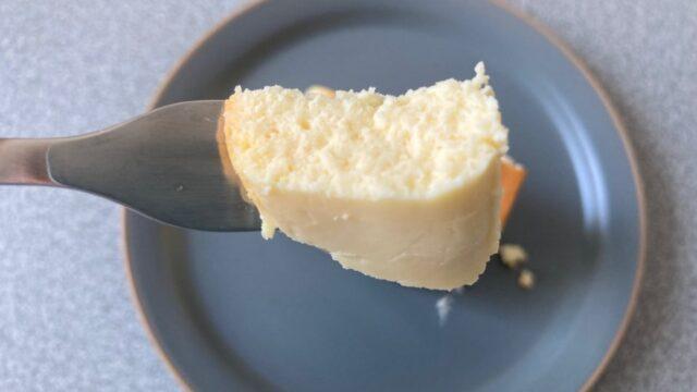武蔵野茶房の焼チーズケーキを切ってみる