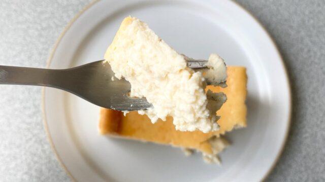 チーズケーキ ホリックのクリームチーズケーキを一口